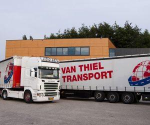 Trucks-bij-kantoor